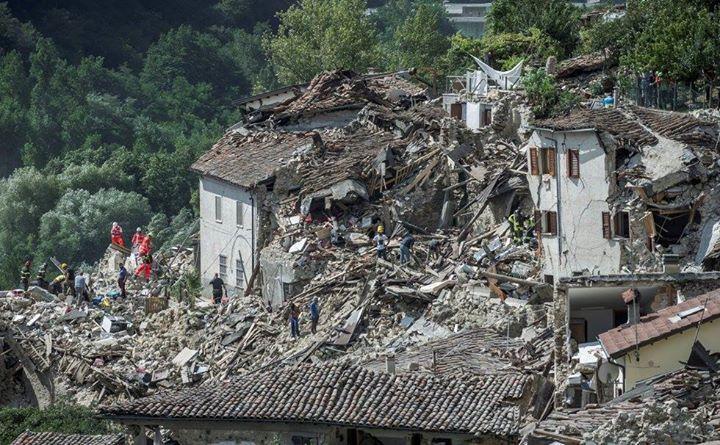 El País publica 53 fotos del Terremoto en Italia:  http://goo.gl/bjlo88