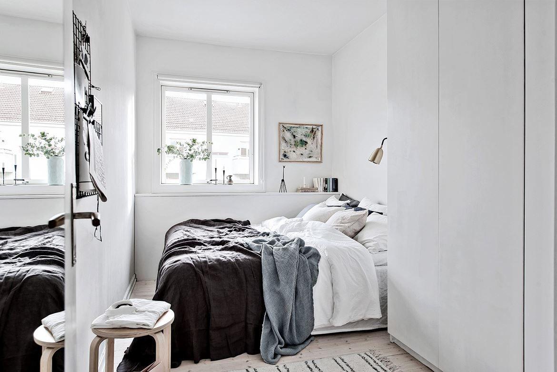 Small And Cozy Bedroom In Scandinavian Apartment Bedroom Small Scandinavian In 2020 Minimalist Bedroom Minimalist Bedroom Design Bedroom Design