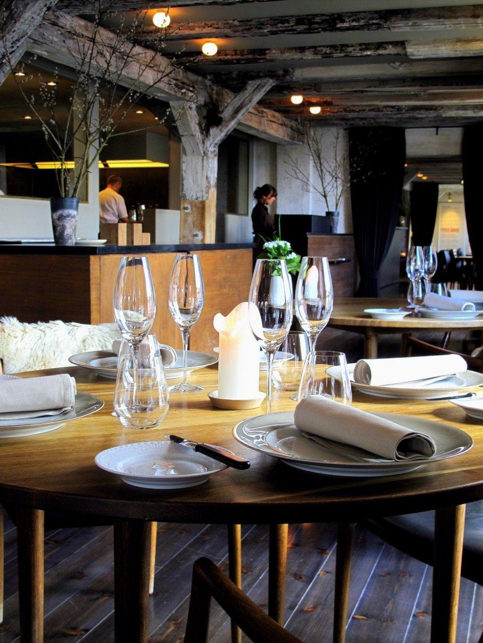 Rustic meets modern in this restaurant modern shop for Innendekoration restaurant