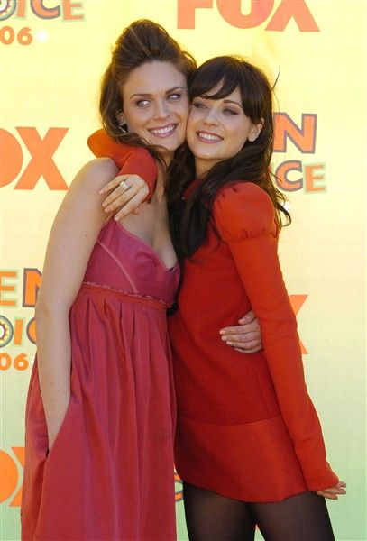 Zooey and Emily Deschanel | Fav celebs | Zooey deschanel ...