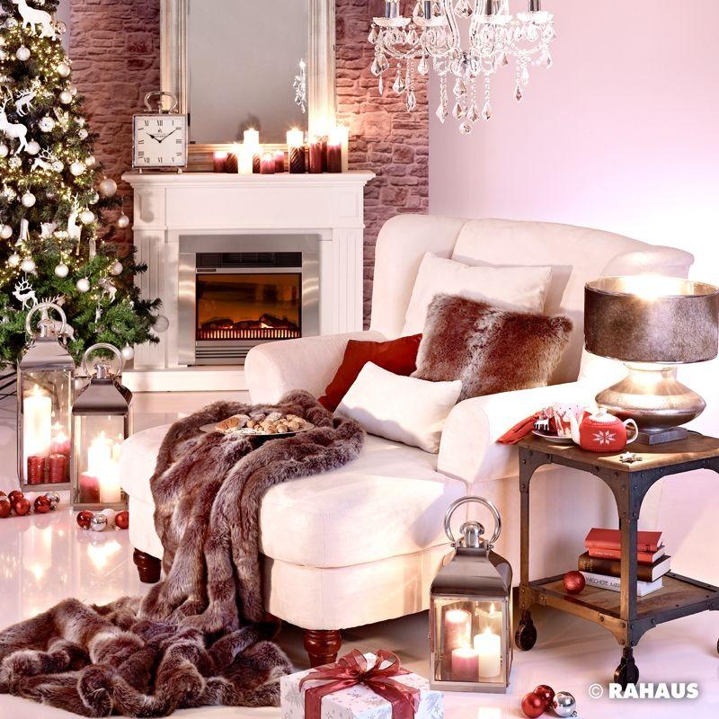 KUSCHLIG #Weihnachten #Christmas #Sessel #Kamin #Weihnachtsbaum #Dekoration  #Decke