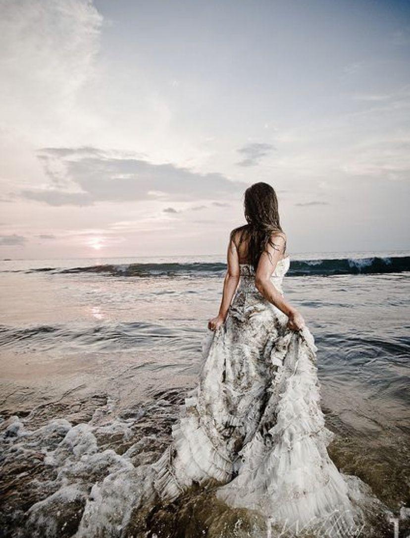 Pin By Rachel Stovall On Trash The Dress Beach Wedding Photos Beach Photoshoot Photography [ 1086 x 828 Pixel ]