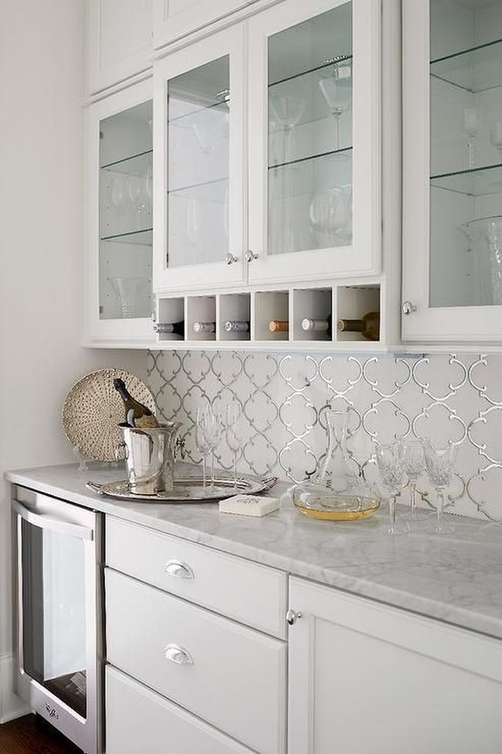 20+ Pretty White Kitchen Backsplash Ideas - TRENDECORS #kitchenbacksplash