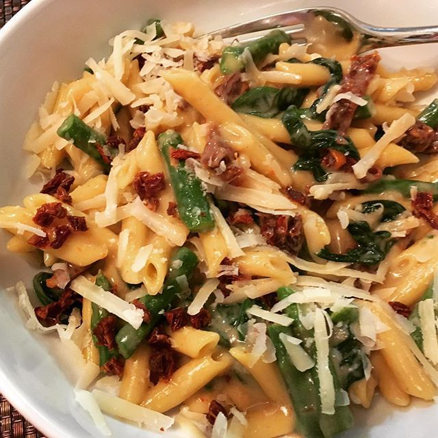 For tonight's @meatlessmonday we made #pasta with spinach sautéed in garlic infused oil, sun-dried tomatoes and asparagus.  The penne is #GlutenFree quinoa/corn from @ancientharvest.  The sauce is homemade: 2 tbsp ghee, 1 1/2 tbsp certified GF oat flour f