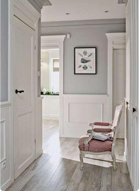 Boiserie bianca in legno pareti casa shabby idee per for Idee per l arredamento della casa