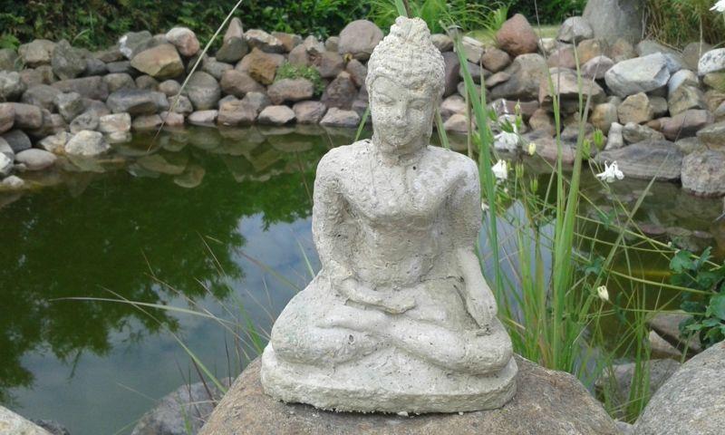 Buddha Skulptur Gartenteich dekorativ