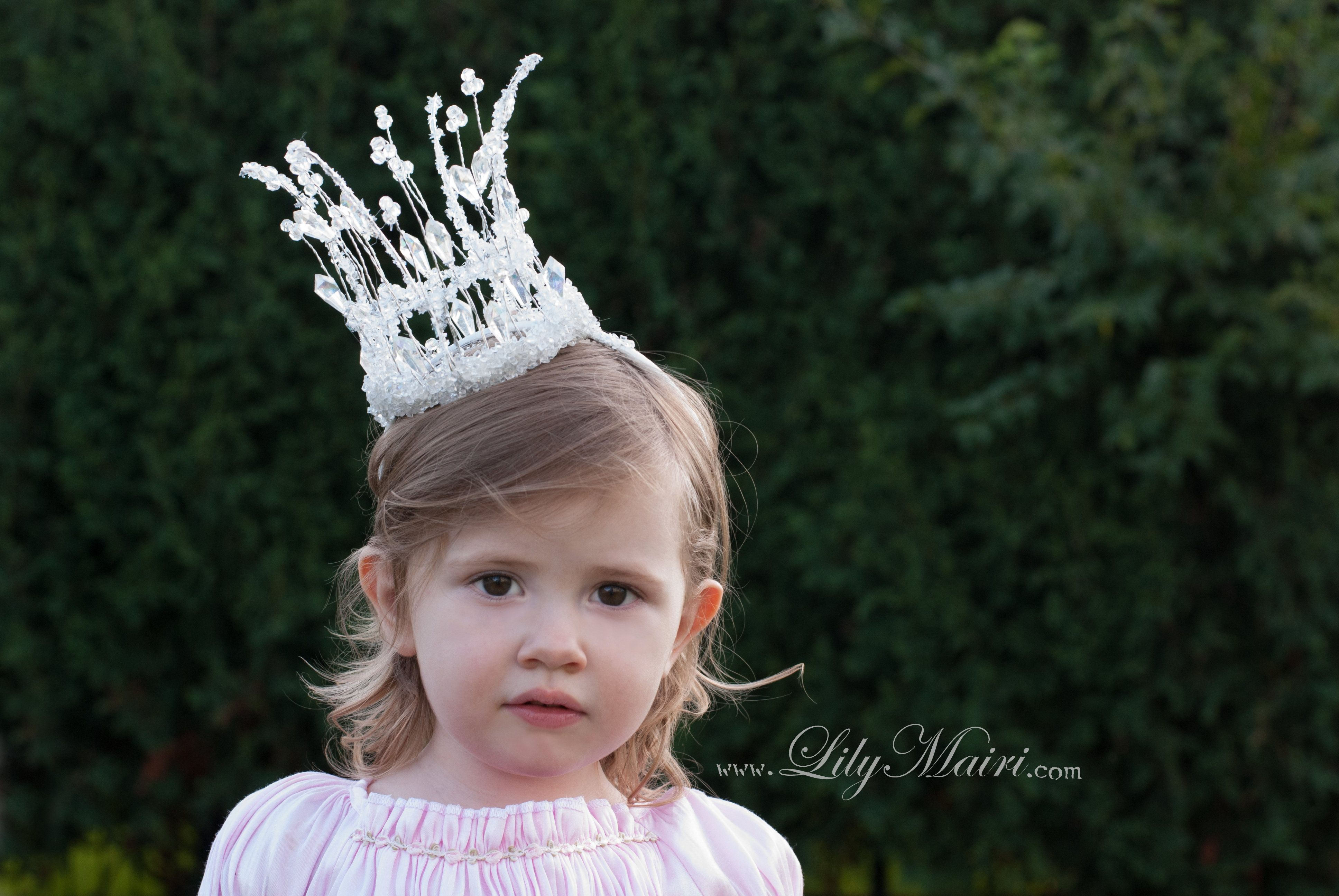 How sweet would this be for a flower girl in a snowy, woodland wedding?! Or for a snow princess costume! www.LilyMairi.com