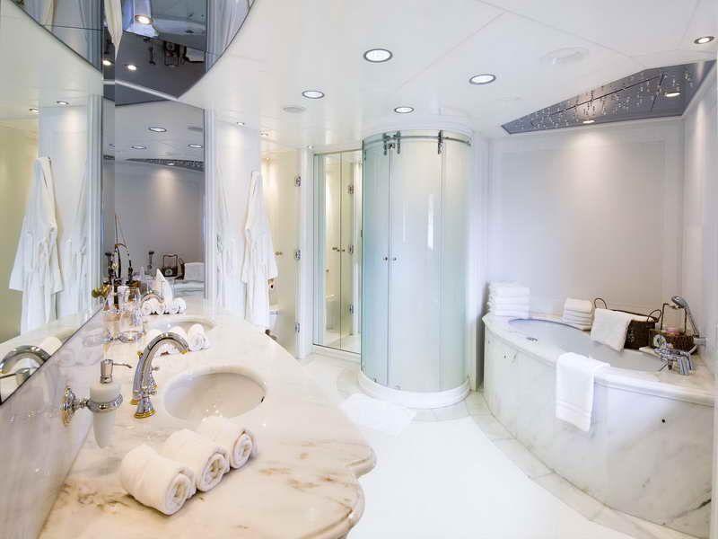 Luxurious Ornament For Fresh Bathroom Styles