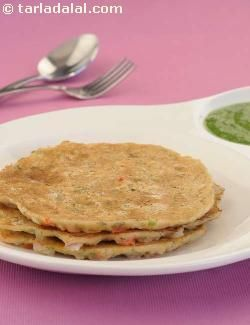 These pancakes are made by adding oats to wheat flour, as oats are highly nutritious and filled with cholesterol-fighting soluble fibre. Being extremely satiating, they prevent you from bingeing on junk food. Serve these pancakes hot, along with green chutney.