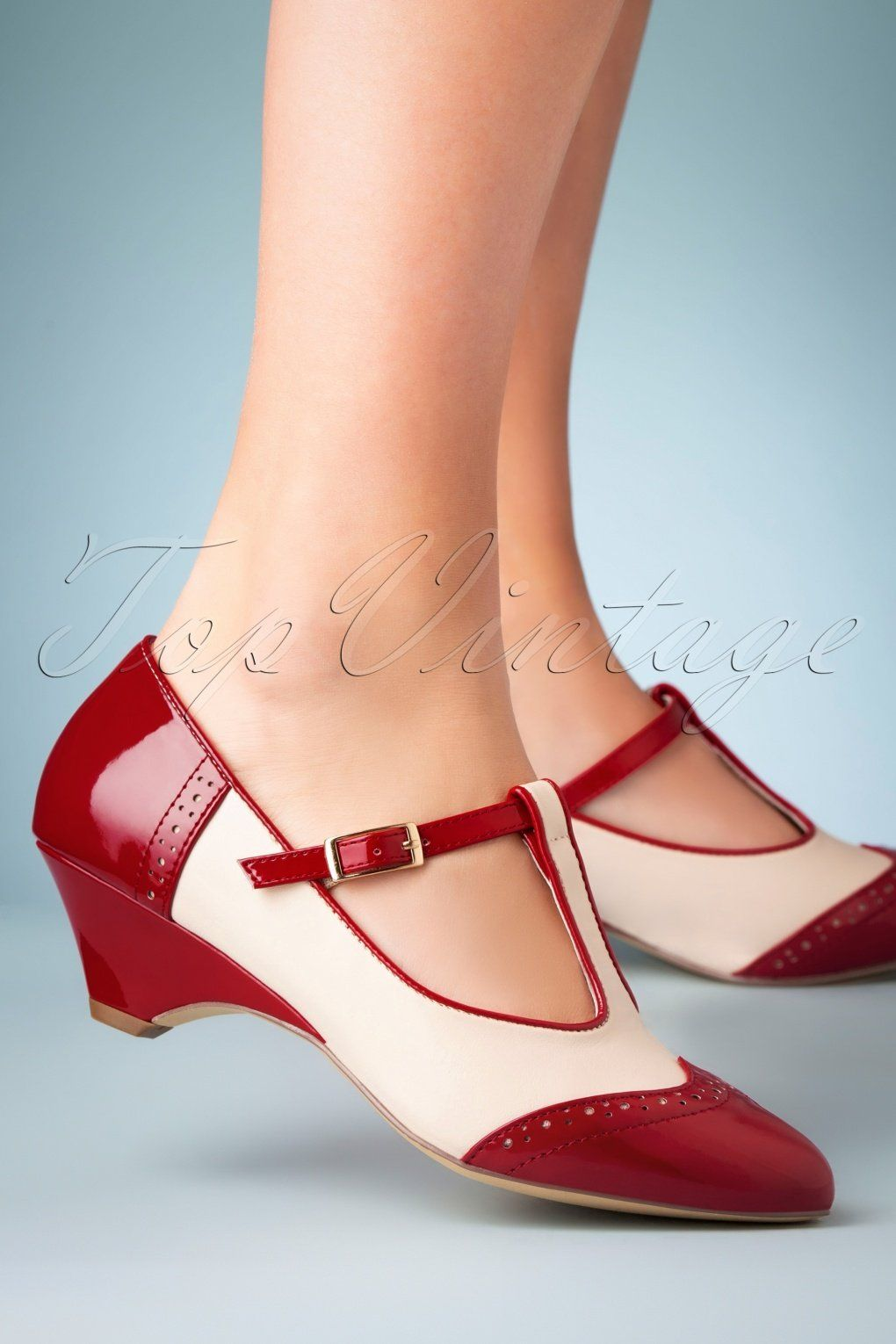 1950s Shoe Styles History And Shopping Guide In 2020 1950s Fashion Shoes Rockabilly Shoes Strap Pumps