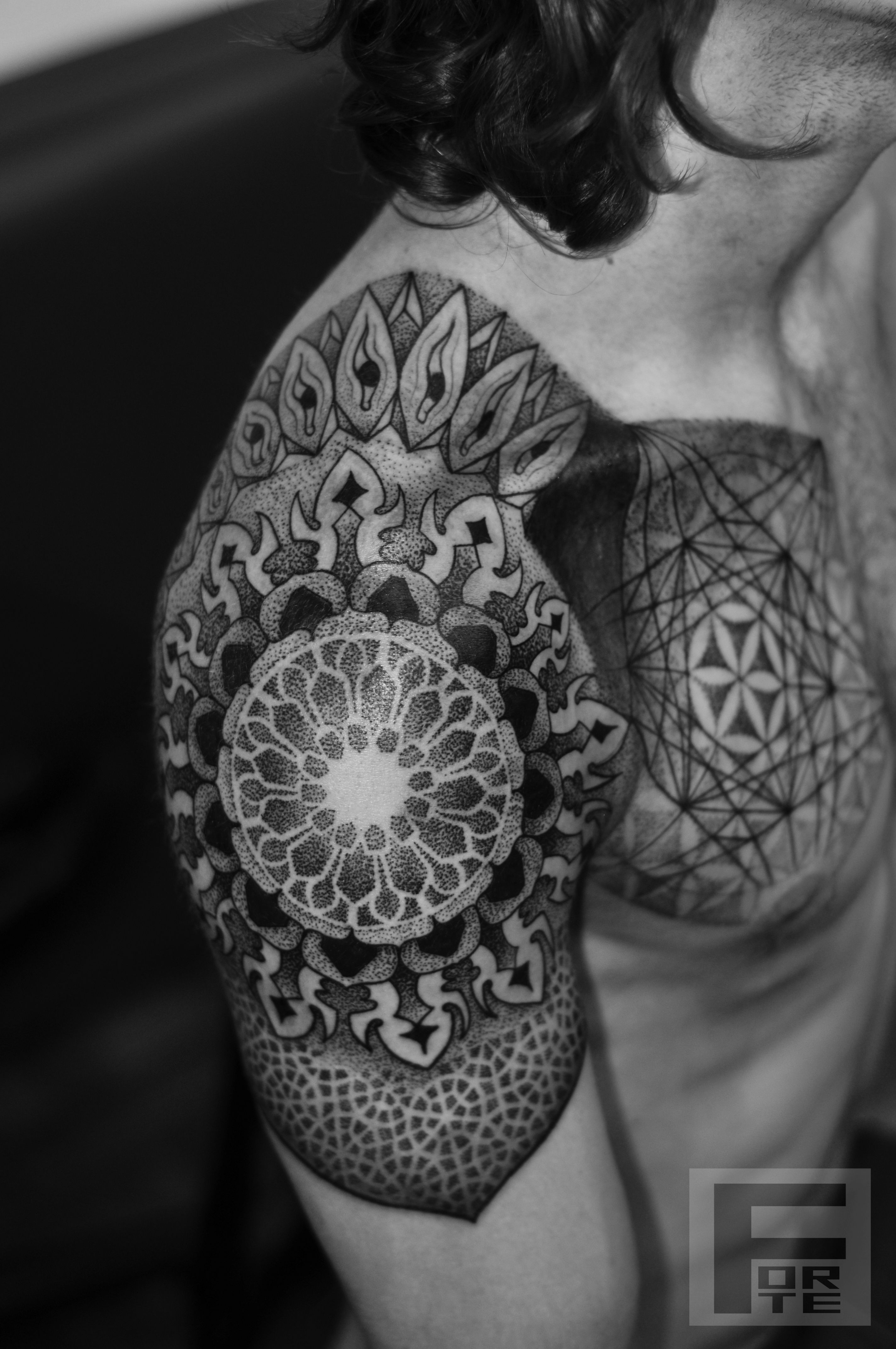 Sacred geometry mandala tattoo geometric tattoos on for Pinterest tattoo ideas