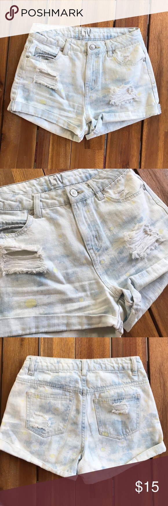 Delias High Waisted Shorts Light Wash with Daisy's // size 0 // Distressed // good condition delias Shorts Jean Shorts