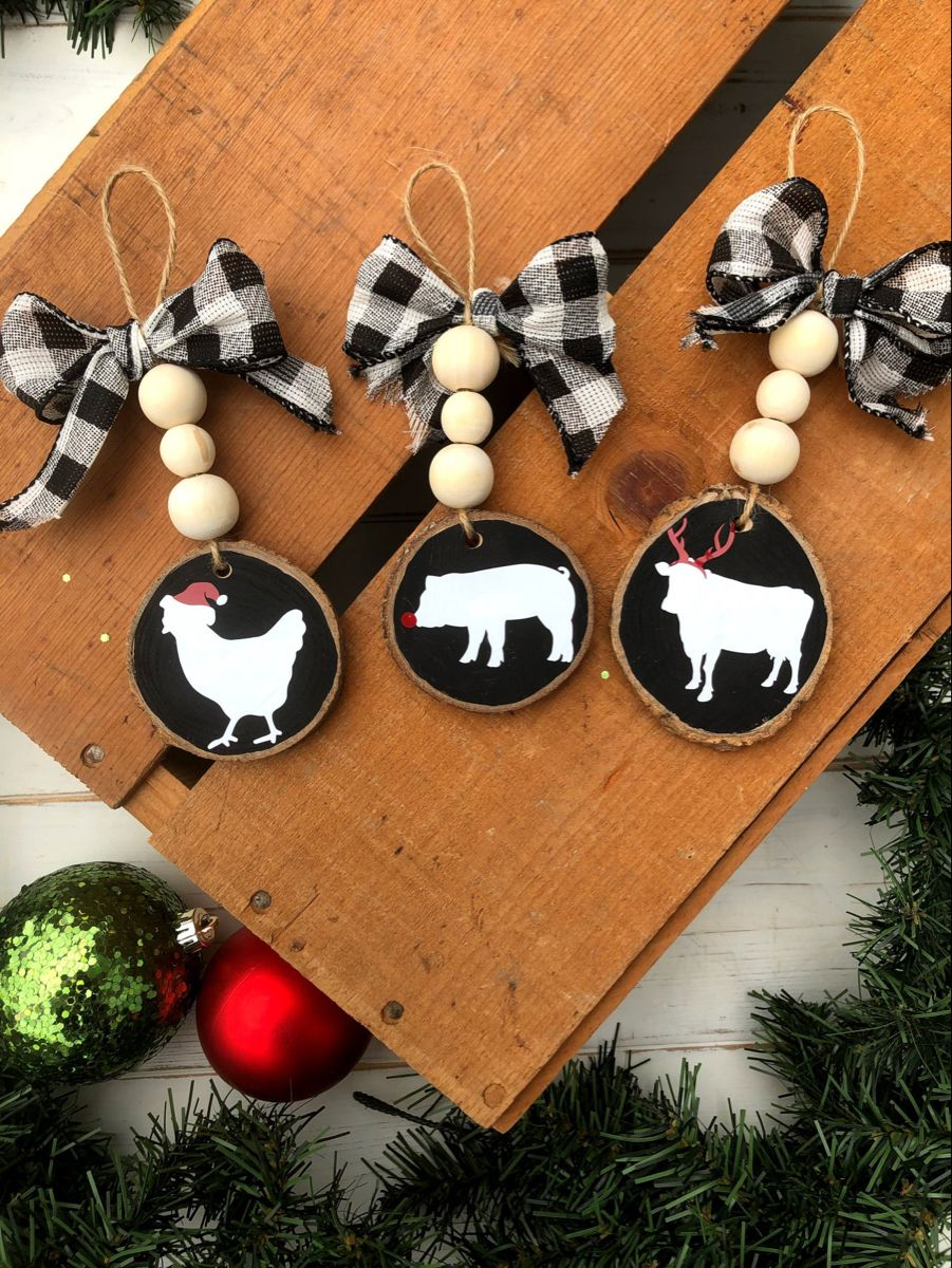 Farm Animal Ornaments Farm Beaded Wood Slice Ornament Wood Etsy Christmas Crafts To Sell Christmas Ornaments Christmas Ornament Crafts