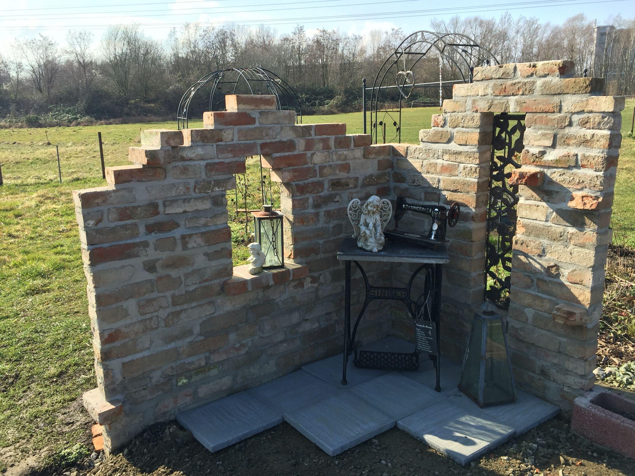 ruine im garten wall garden mauer selbstgebaut diys my garden. Black Bedroom Furniture Sets. Home Design Ideas
