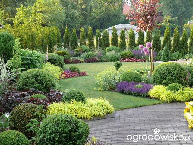 Ogrod W Stylu Gaudiego Tulipany Kolorowe Mozaika W Ogrodzie Luksfery W Ogrodzie Kolorowy Ogrod