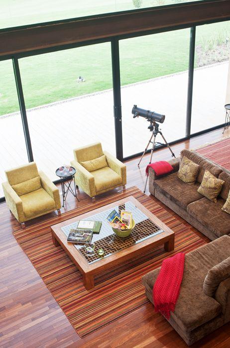 Bogotá - Colombia.  El espacio central de la casa es la zona social de doble altura.