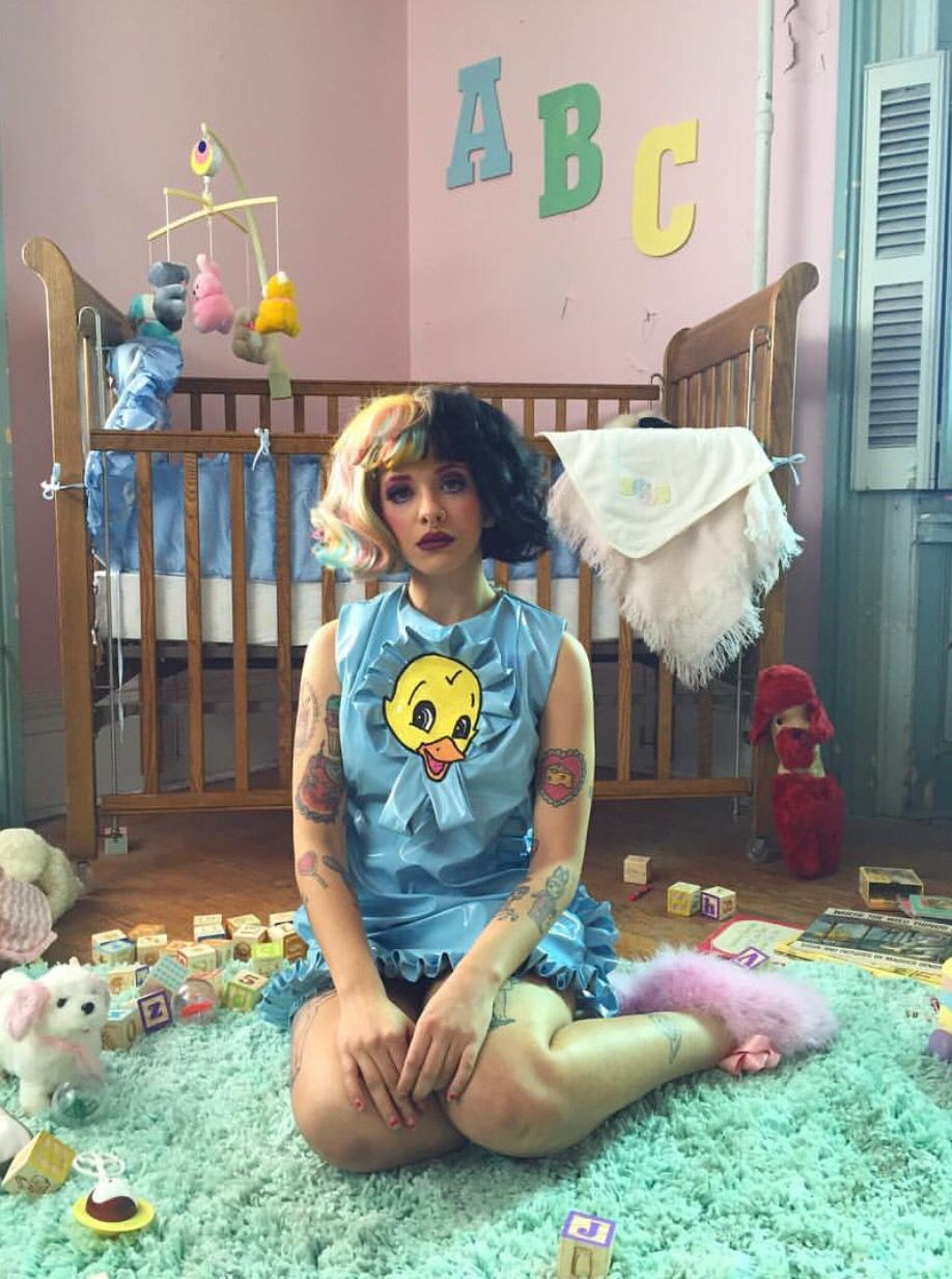 Melanie Martinez Bts Behind The Scenes Of The Cry Baby Music Video Crybaby Melanie Martinez Melanie Martinez Melanie