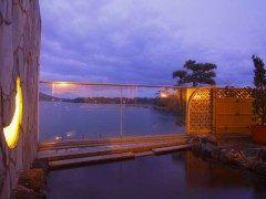 日本三景の一つ天橋立を望める場所にある天橋立ホテルに泊まってみて 天橋立を一望できる露天風呂でゆったりと過ごす時間は贅沢そのもの ここは食事も美味しいからおすすめだよ tags[京都府]