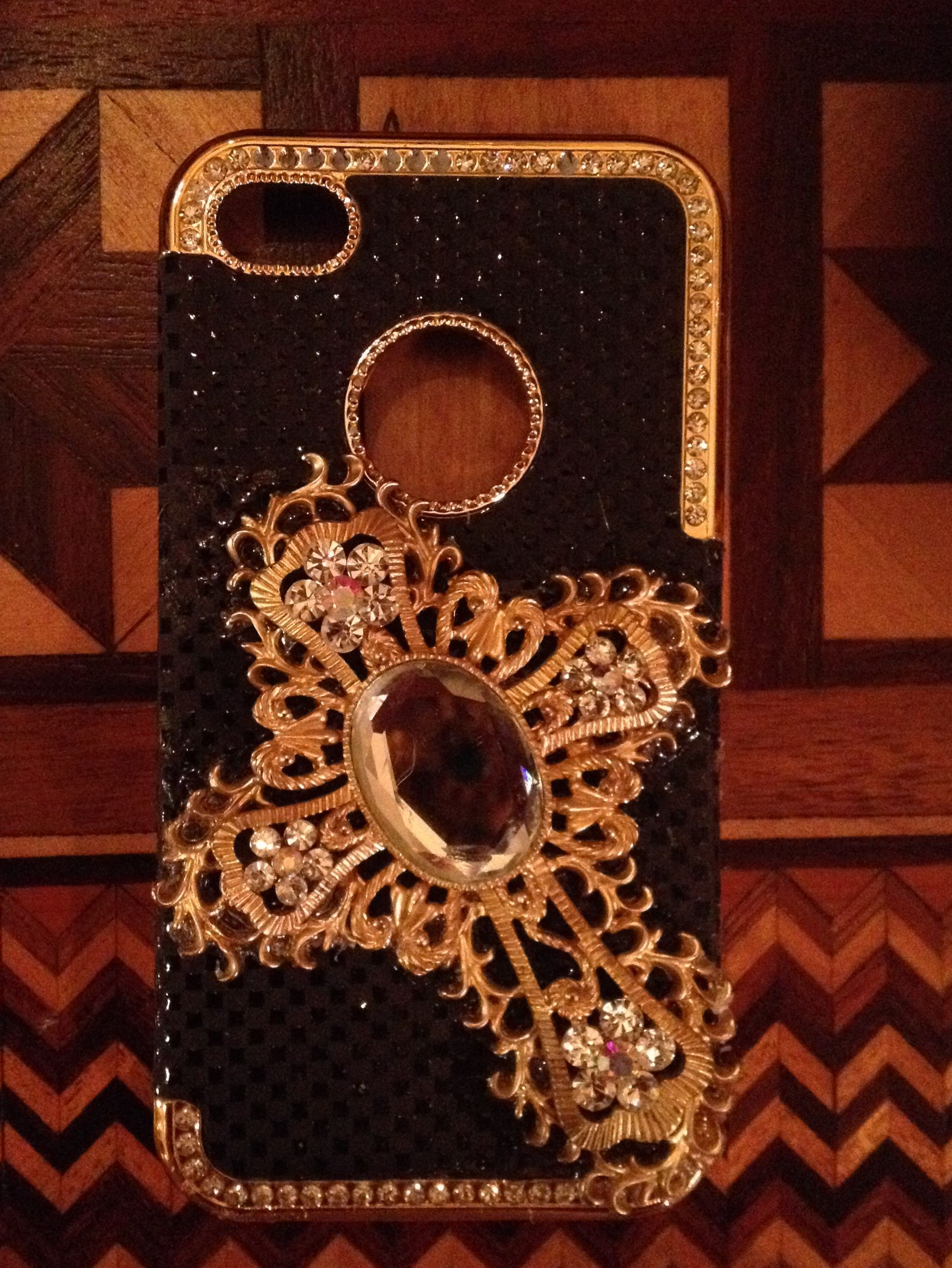 I-Phone 4-4S Black/Gold with Large Cross