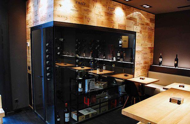 Vinoteca tanins de patrici joan balada gemma balada 5 restaunts pub bar vinoteca de Vinotecas de madera