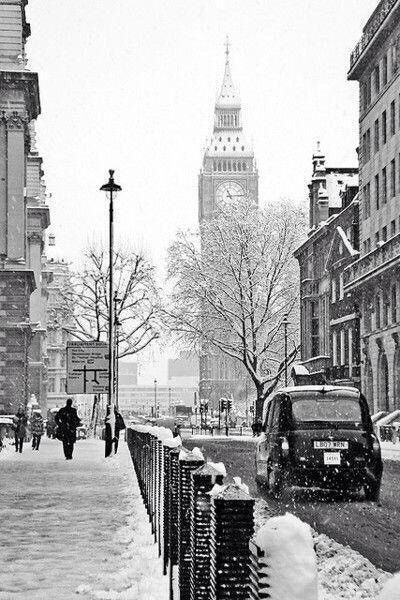 Image via We Heart It #blackandwhite #london #nature #photography #places #pretty #snow #winter