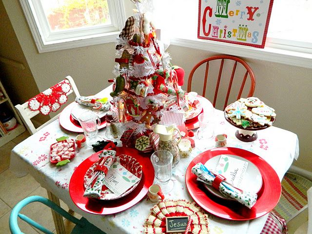 .decorated childrens table, like it