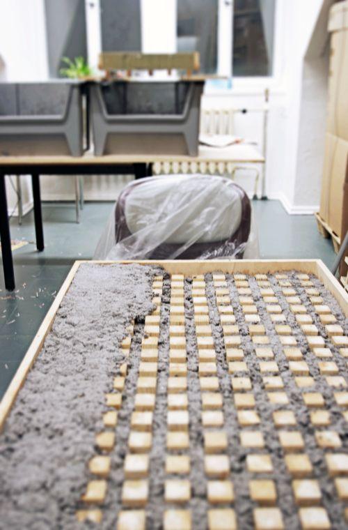 Table En Papier Mache Par Matthias Ries Blog Esprit Design Papier Mache Papier Meubles En Carton