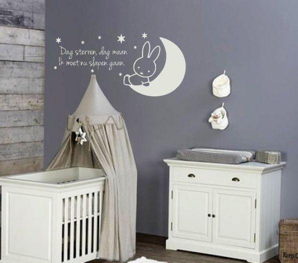 muursticker nijnje op de maan, hoe schattig voor de babykamer, Deco ideeën