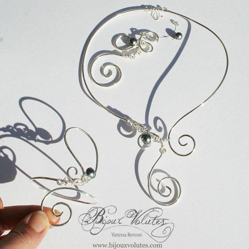 6a04ba544b2 Parure de bijoux mariage originaux   collier mariée Cyrius avec bijou de  dos et perles gris nacré