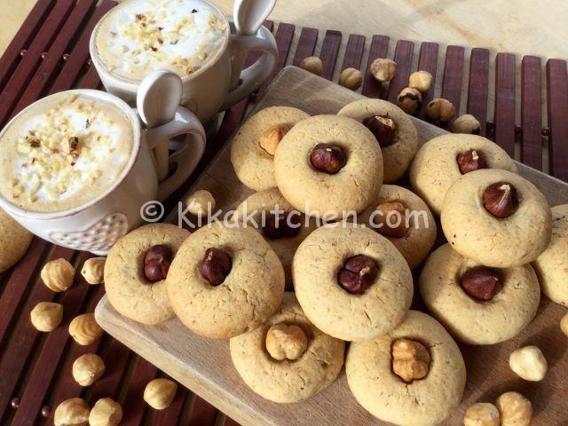 Dolci Da Credenza Biscotti Alle Nocciole : Biscotti con nocciole tostate. ricetta passo