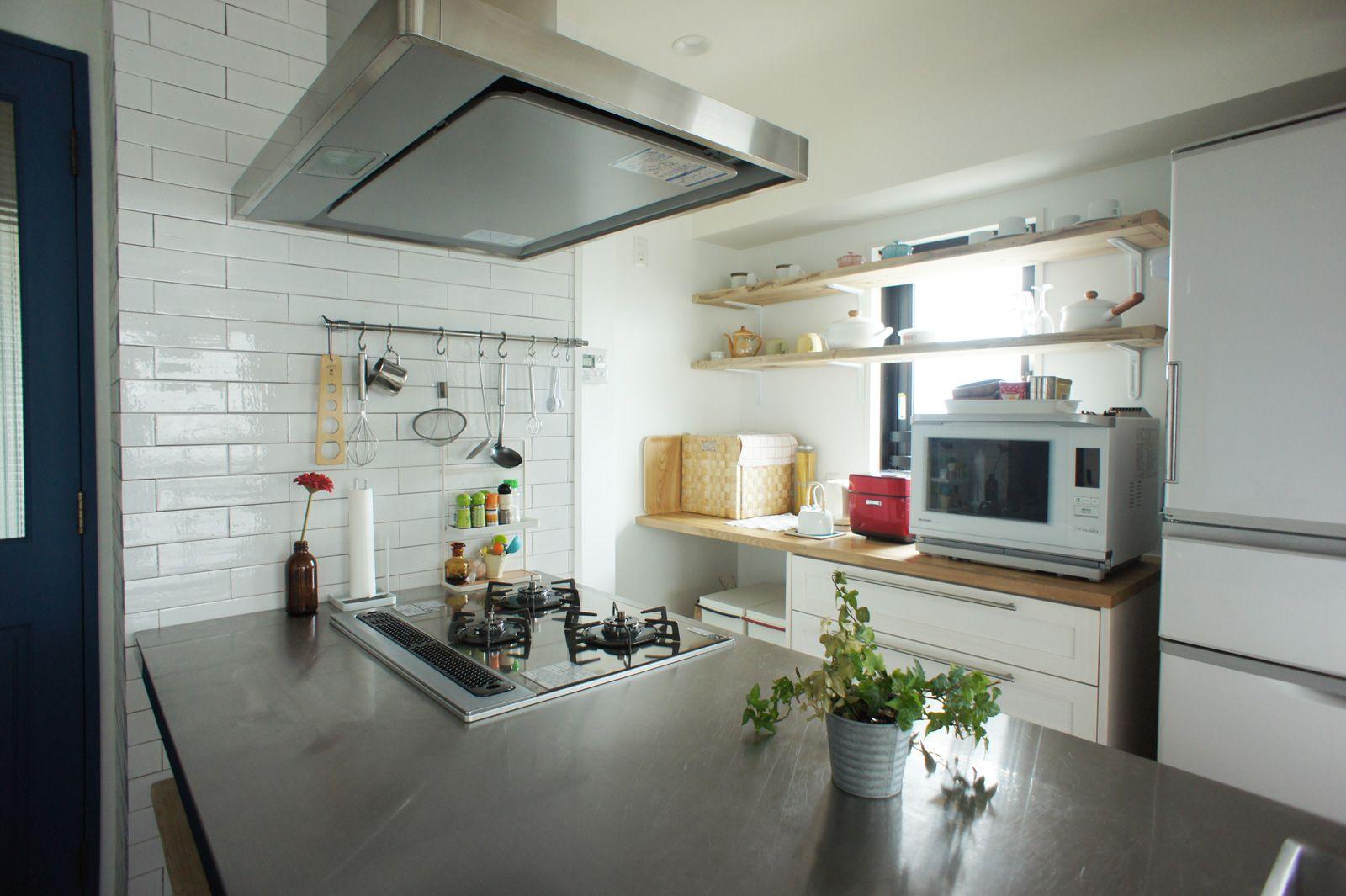 ステンレス天板を使ったペニンシュラ型のキッチンリノベーション