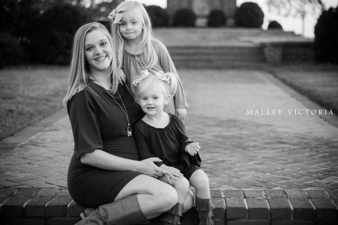 #photographybymalleyvictoria Family maternity shoot with siblings
