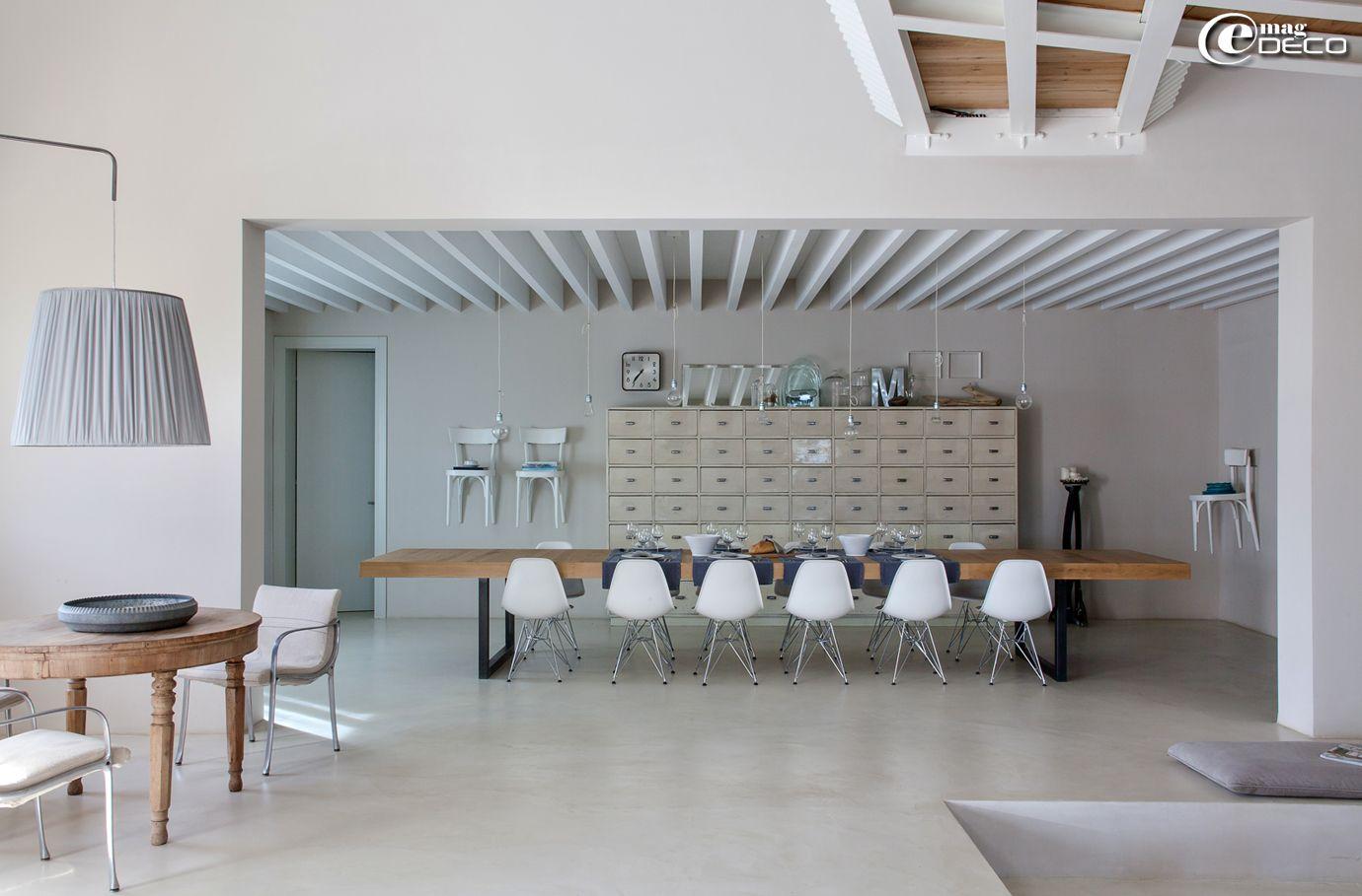 Dans La Maison Dhôtes Malatesta Près De Pergola En Italie Une - Table salle a manger design italien pour idees de deco de cuisine
