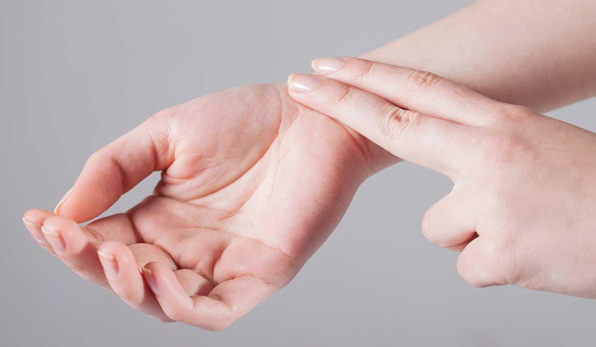 عدد نبضات قلب الإنسان الطبيعي Diploma Courses First Aid Diploma