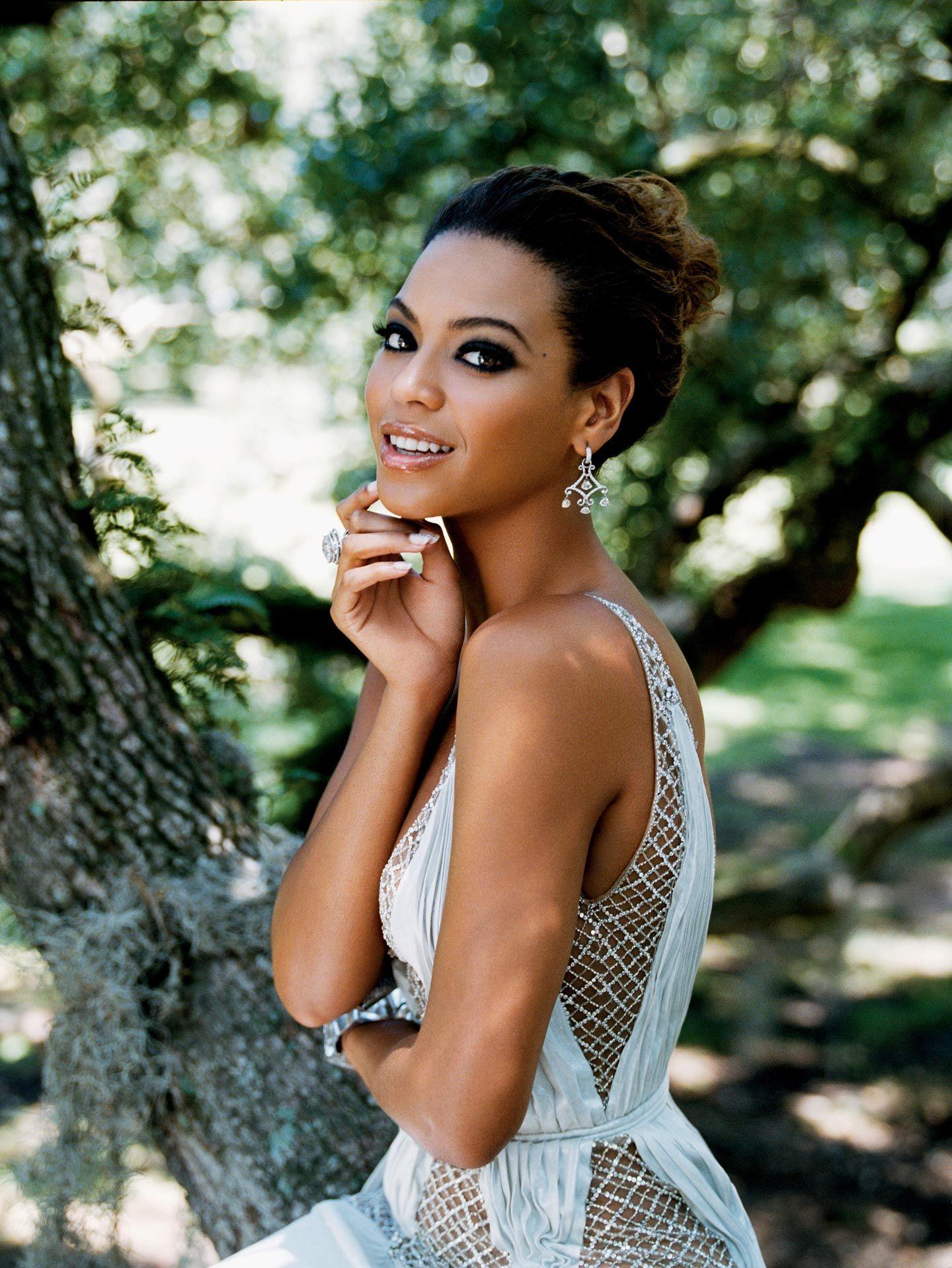 Beyonce Elegant Updo Bun Hairstyle Bridal Makeup Makeup And Queens