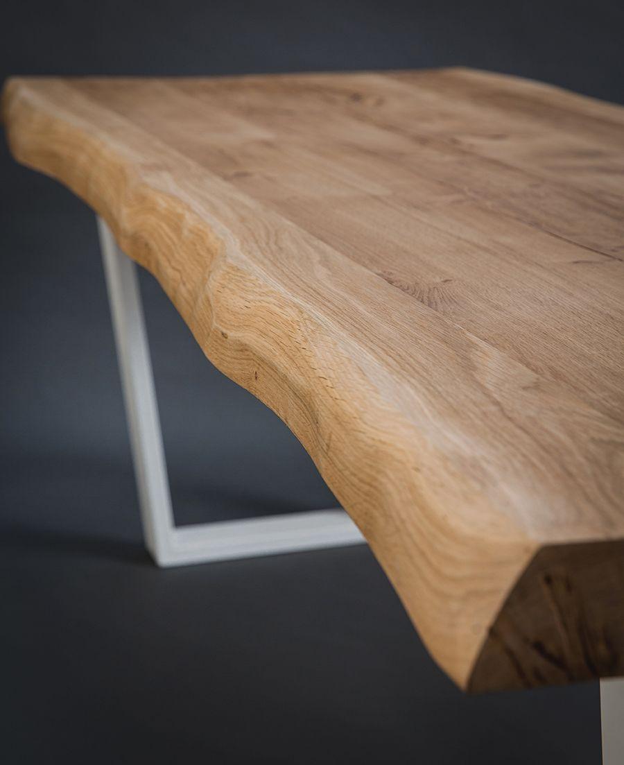 Vous Pouvez Admirer Ici Une Magnifique Table En Chene Rustique Dit Live Edge Un Plateau Table En Chene Table A Manger Bois Clair Table De Salle A Manger Bois