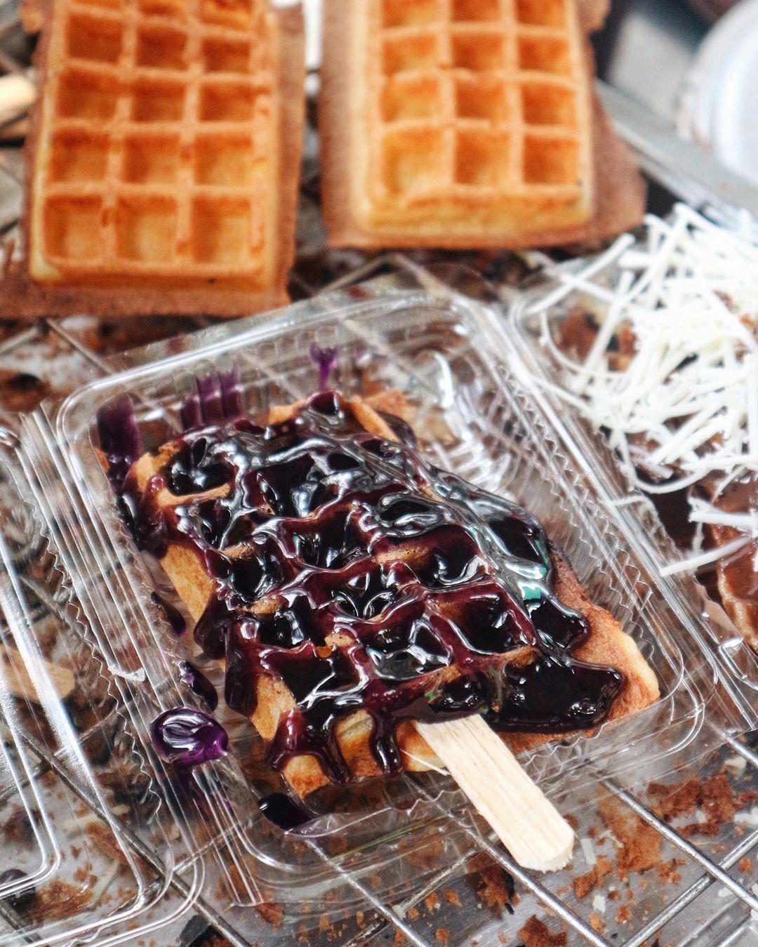 Waffle Toby Waffle Kaki Lima Rasa Bintang Lima Asli Rasanya Enak Banget Padahal Cuma Jajanan Pinggiran Tapi Rasanya Juara Dan H Food Breakfast Waffles
