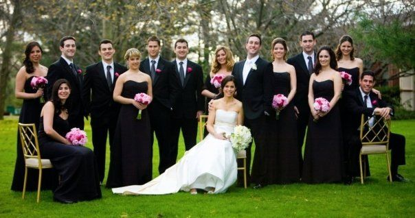 I love the black and white theme...they look so classy. | Wedding ...
