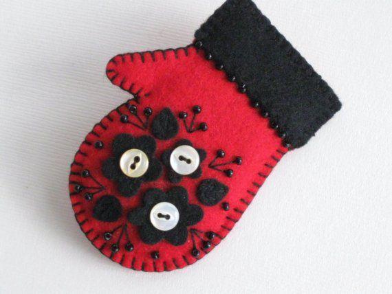 Felt Mitten Pin by Beedeebabee