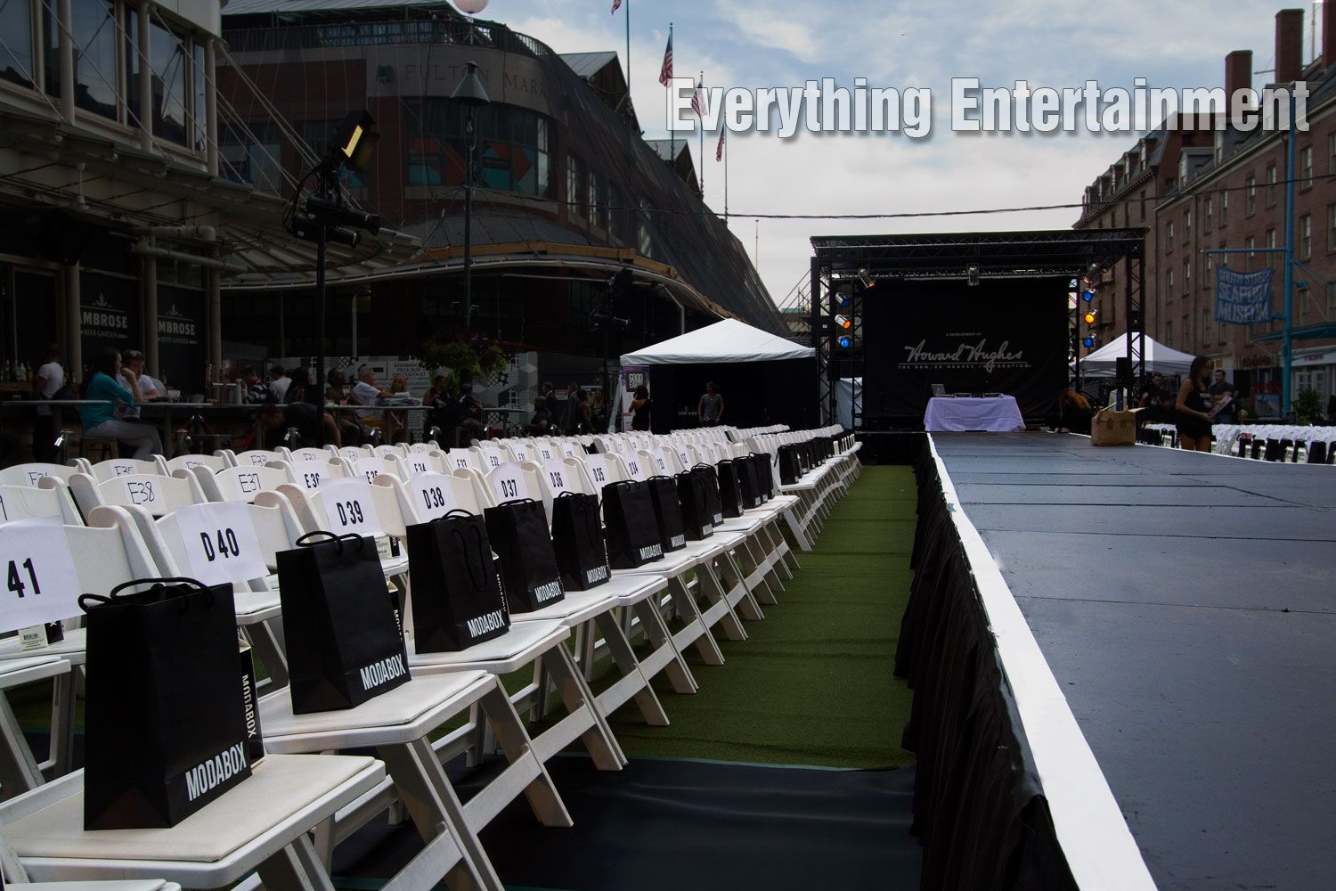 Rental garden chairs - Fashion Show Runway Padded Garden Chairs And Frame Tent Rental