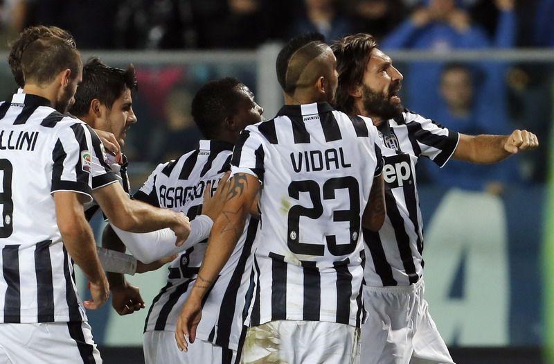 Buffon Beberkan Situasi Pirlo Kiper Juventus Gianluigi Buffon Membeberkan Situasi Terkini Andrea Pirlo Menurut Sang Kapten Pema Vidal Jersey Sports Jersey