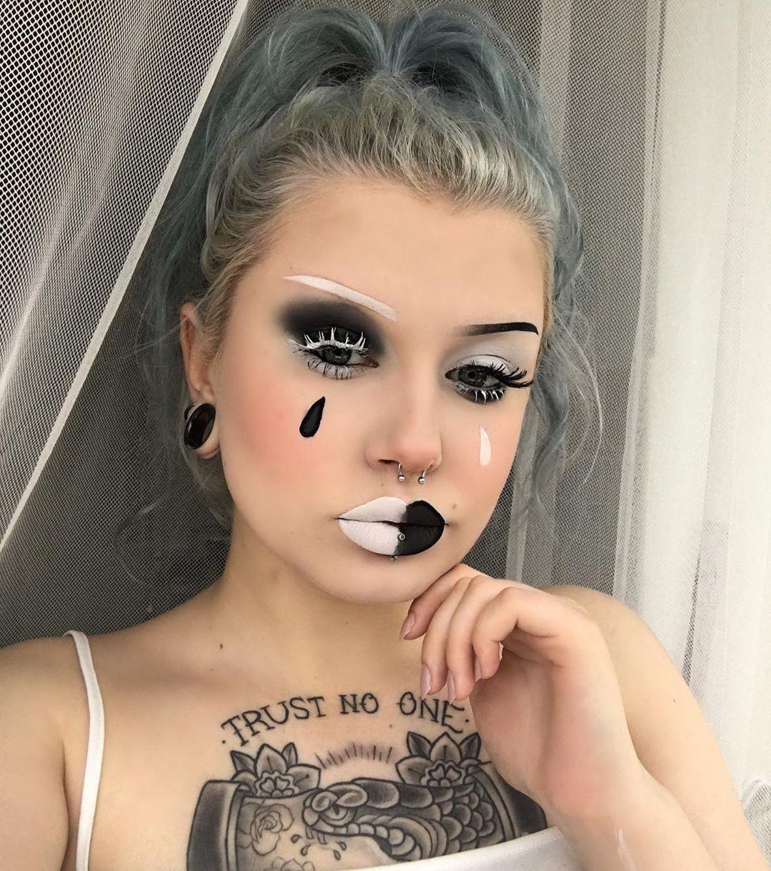 "Julka Karwat on Instagram: "". . . . .  #silverhair  #alternative #alternativegirl #makeup #piercing #septum #septumpiercing #stretchedears #tunnels #alternativefashion…"""