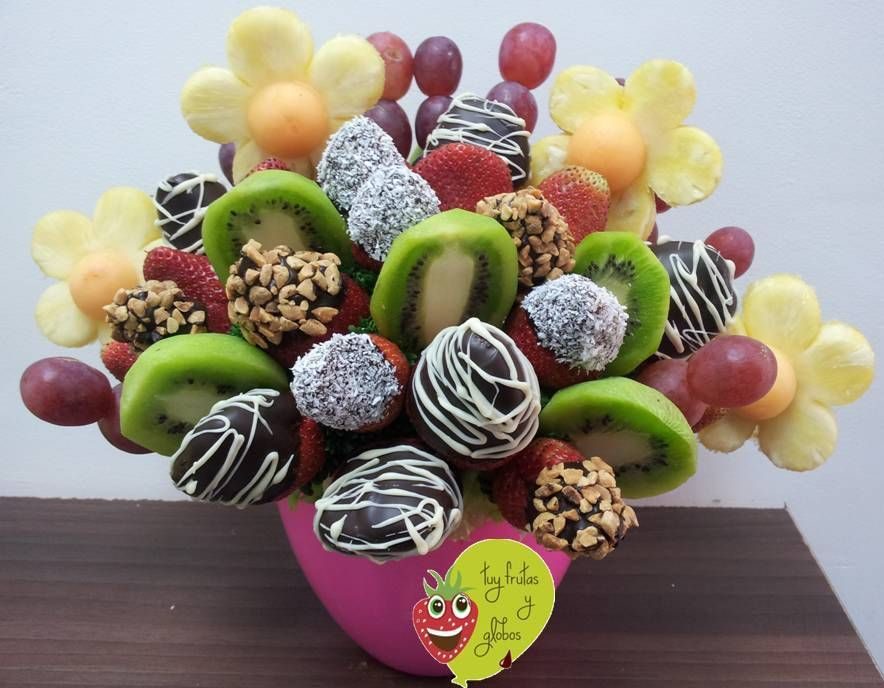 Cesta de tuty frutas y chocolate centros de mesa con for Centros de mesa con frutas