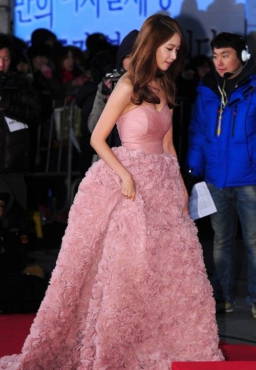 Who Wore It Better (Round 2): YoonA vs. Na-Eun | Beautiful dresses, Pink  gowns, Yoona
