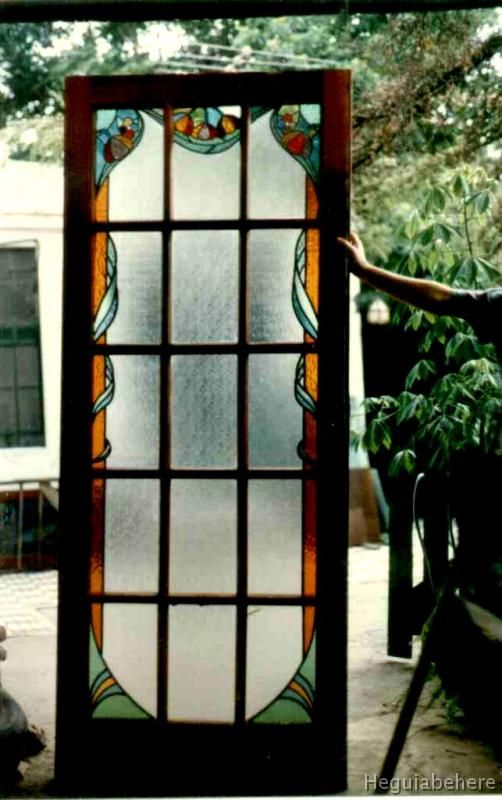 Flores con guarda cara vitraux puerta de madera vidrios for Puertas de metal con vidrio
