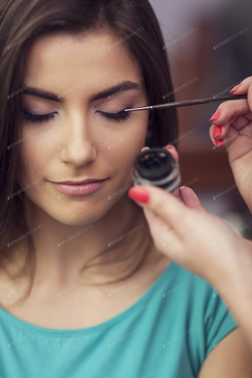 Applying eyeliner from inkwell by makeup brush By gpointstudio¡¯s photos ,