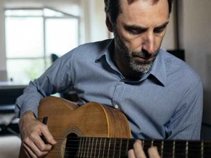 """Multi-instrumentista, arranjador e compositor, Daniel Carlomagno lança seu terceiro disco """"Super Quem?"""" em um show com entrada totalmente Catraca Livre."""