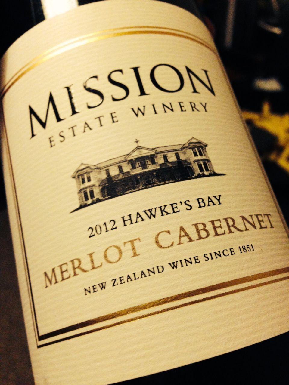 Mission Estate Merlot Cabernet 2012 aus Neuseeland Noch ein bisschen jung, hat aber schon eine satte Frucht nach dunklen Beeren und schöne Schokolade. Braucht aber jetzt einfach noch Luft. Typischer Wein aus Hawkes Bay, erinnert sehr an Bordeaux KellerWeine - Best of New Zealand kellerweine.de/shop