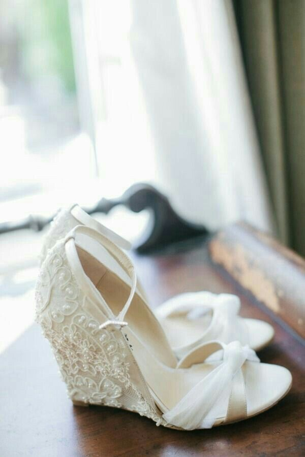 a108f287a Sapatos de noiva confortáveis - para casamentos ao ar livre, campestre  Dicas Casamento, Sapatos