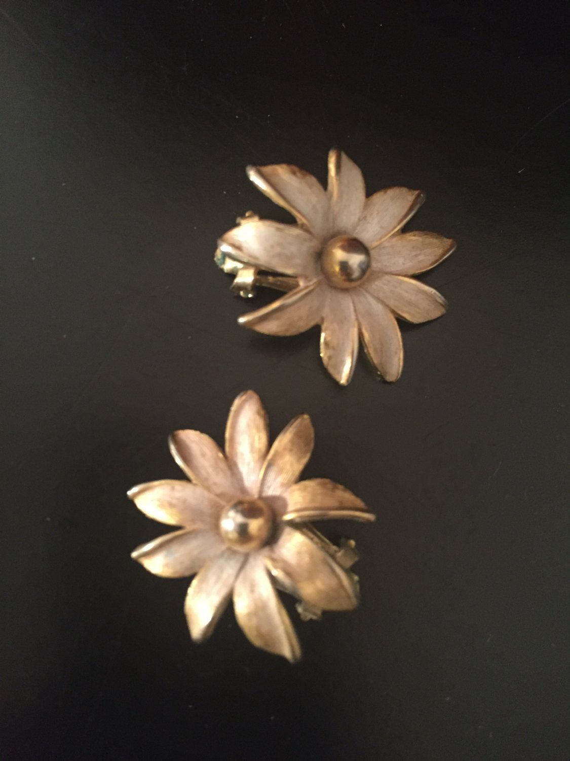 Vintage Daisy Earrings Circa 1950 by VicioVintageGoods on Etsy https://www.etsy.com/listing/257381281/vintage-daisy-earrings-circa-1950